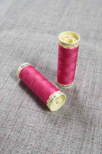 Gutermann Sew All Thread Col. 890 (Pink)
