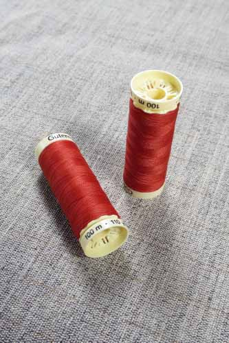 Gutermann Sew All Thread Col. 589 (Red)