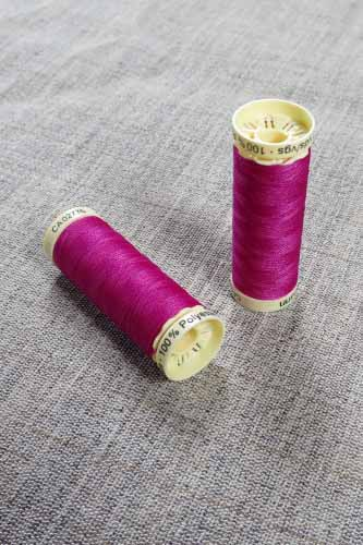 Gutermann Sew All Thread Col. 877 (Red)