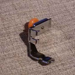 universal_adjustable_zipper_foot