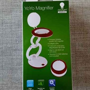 Yoyo magnifier with LED light