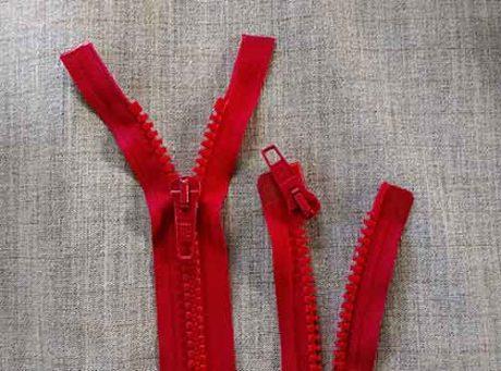 Heavy duty open-ended plastic zips (red)