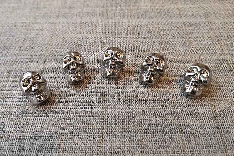 Silver skull buttons (18mm)