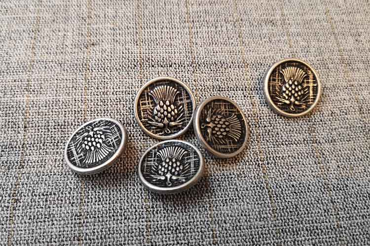 Silver metal thistle buttons (19mm)