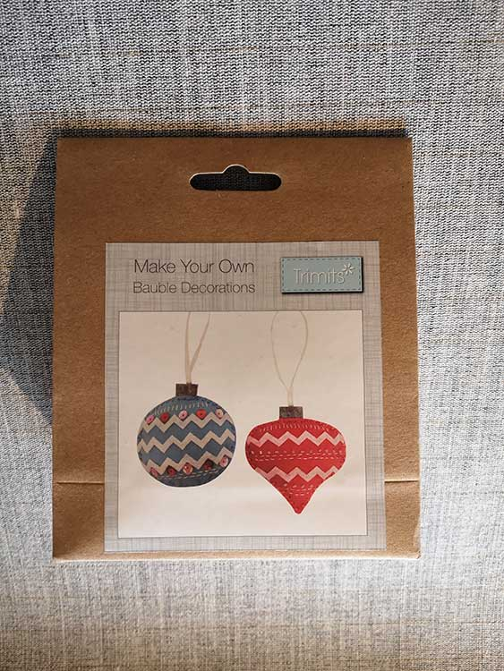 Pair of baubles, Christmas decoration kit