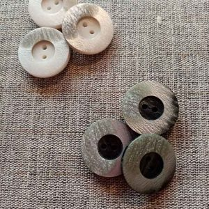 Shiny marble finish buttons (23mm)