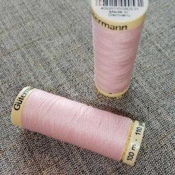Gutermann Sew All Thread Col. 372 (pink)