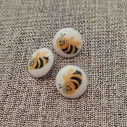 Bumble bee buttons (15mm)
