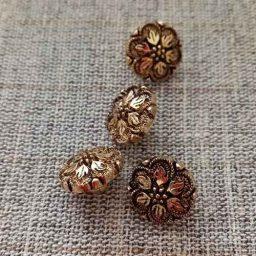 Gilt flower buttons (12mm)
