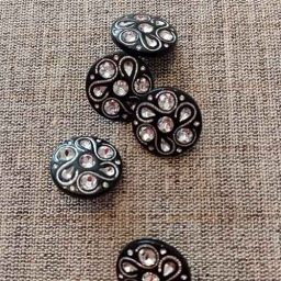 Round vintage-style diamante buttons (18mm)