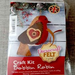 Felt robin Christmas tree decoration kit