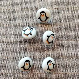 """""""Pippa Penguin"""" picture buttons,15mm"""