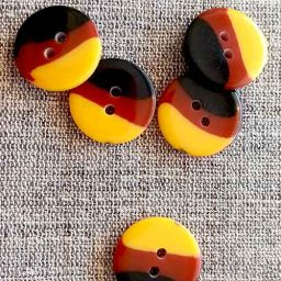 Tricolour, 'Humbug' buttons, 20mm (yellow, brown)